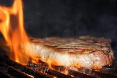 пламенеющий стейк Стоковое Изображение RF