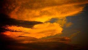 Пламенистое оранжевое небо захода солнца 16 в урожае 9 Стоковые Изображения RF