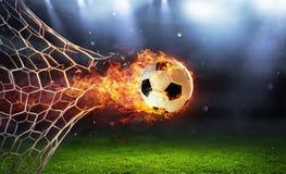 Пламенистый футбольный мяч в цели с сетью стоковые фотографии rf