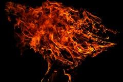 Пламя крупного пожара на черном background-2 Стоковое Изображение