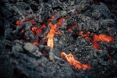 Пламя лавы на предпосылке черной золы Стоковые Фото