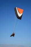 Планер Paramotor в небе стоковые изображения rf