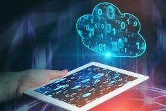 Планшет удерживания человека, компьютерная сеть облака стоковые изображения