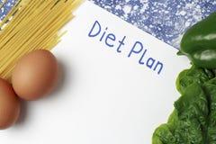 План диеты надписи на белом листе и здоровой еде r стоковые изображения rf