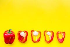 План красных кусков paprica на желтом космосе взгляд сверху предпосылки для текста Стоковое Фото