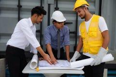 План проекта инженерства обсуженный командой Стоковые Фотографии RF