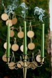 План рассадки гостей за столом, wedding оформление в деревенском стиле Мох, расшива, древесина, производя карточки Держатель для  Стоковая Фотография