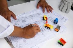 План светокопировальной бумаги инженера Writng Стоковые Изображения RF
