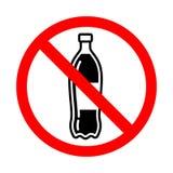 Пластиковая бутылка не позволила знаку Яркое предупреждение, знак ограничения на белой предпосылке иллюстрация вектора