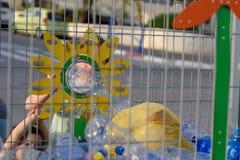 Пластиковая свободная, спасительная концепция планеты Схематическое изображение для анти- пластиковой кампании стоковые фотографии rf