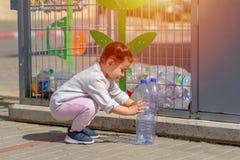 Пластиковая свободная, спасительная концепция планеты Схематическое изображение для анти- пластиковой кампании стоковое фото rf