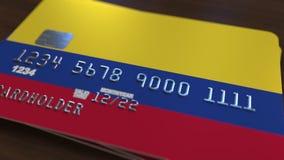 Пластичная карточка банка отличая флагом Колумбии Анимация национальной банковской системы родственная видеоматериал