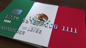 Пластичная карточка банка отличая флагом Мексики Анимация национальной банковской системы родственная сток-видео