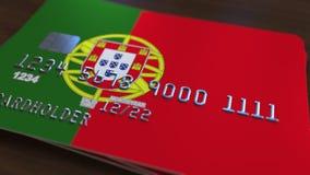Пластичная карточка банка отличая флагом Португалии Анимация национальной банковской системы родственная сток-видео