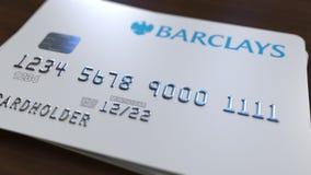 Пластичная карточка банка с логотипом Barclays Редакционная схематическая 3D анимация бесплатная иллюстрация