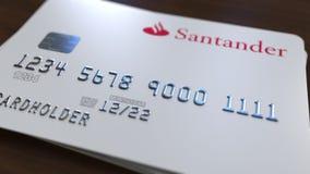 Пластичная карточка с логотипом банка Сантандера Редакционная схематическая 3D анимация видеоматериал