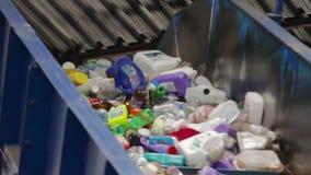 Пластичная рециркулируя дробилка отхода шредера контейнера сток-видео