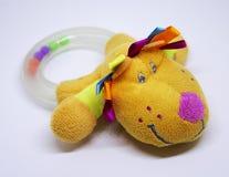 Пластичная трещотка младенца с головой ` s собаки Стоковые Фото