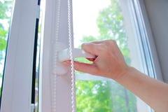 Пластичное белое Windows на предпосылке зеленых листьев Стоковые Изображения RF