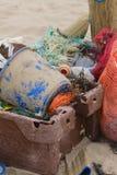 Пластичное загрязнение на пляже стоковые фото