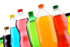 Пластичные бутылки сортированных carbonated лимонадов над белизной стоковое фото rf