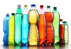 Пластичные бутылки сортированных carbonated лимонадов стоковое фото