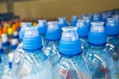 Пластичные бутылки с минеральной водой Стоковое Фото