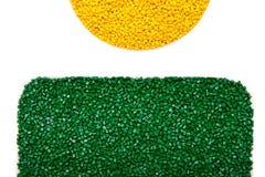 Пластичные зерна Полимерные краска и полипропилен, фильм полистироля сделанный пластичных лепешек Стоковые Изображения RF