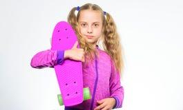 Пластичные скейтборды для ежедневного конькобежца Доска пенни владением ребенка Доска Пенни ее мечты Выберите скейтборд который с стоковые изображения