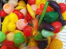 Пластичные фрукты и овощи для детей стоковые изображения