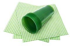 Пластичный устранимый tableware на белой предпосылке Стоковое Изображение RF