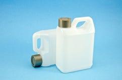 Пластмасовый контейнер 2 на azure предпосылке Стоковые Фото