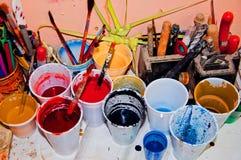 пластмасса краски чашек Стоковое фото RF