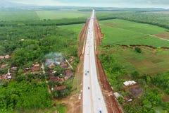 Платная дорога Ungaran с жилым в центральной Ява стоковые фотографии rf