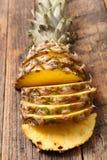 плато ананаса отрезает thw Стоковое фото RF