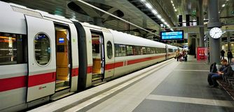 Платформа главного ж-д вокзала Берлина стоковые фотографии rf