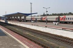 Платформа железнодорожного вокзала Anapa, зона Краснодара Стоковое Изображение RF