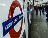Платформа & логотип трубки Креста St Pancras короля стоковые изображения