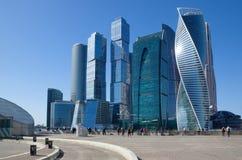 Платформа напротив ` Москв-города ` делового центра, Москва просмотра, Россия стоковые изображения rf