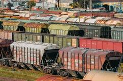 Платформа фур вагонов груза с контейнером Стоковая Фотография