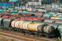 Платформа фур вагонов груза с контейнером Стоковое фото RF