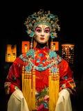 Платье оперы woth куклы женщины китайское, культурное стоковое изображение