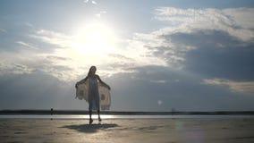 Платье развевает в ветре сток-видео