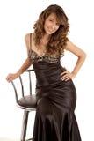 платье стула сидит стоковое фото