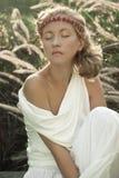платья девушки белизна outdoors Стоковые Изображения RF