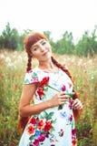 платья женщина outdoors стоковые фотографии rf