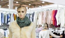 Платья и ткань, магазин одежды, магазин моды стоковые фотографии rf