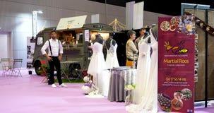 Платья тележки 2018 и года сбора винограда еды Парижа выставки свадьбы видеоматериал