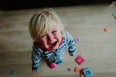 Плача ребенок, стресс, боль, тоскливость, отчаяние Стоковое фото RF