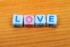 плашка помечает буквами влюбленность Стоковое Изображение RF